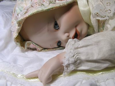 """Sweet Ashton Drake Galleries Knowles Doll """"Lisa"""" (edition closed in 1991)"""