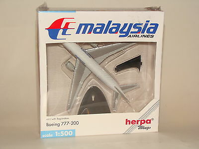 506540 Herpa Wings 1:500 Malaysia Airlines B777-200 with Stand free shipping