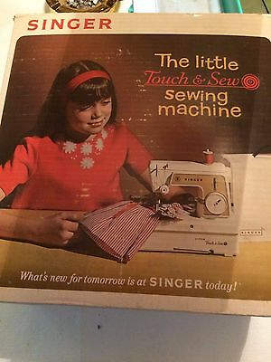 Singer Little Touch & Sew Sewing Machine Model 67-A -23 Wth Box   T*
