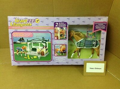 Grand Champions Feed N Groom Stable 50114 Horse Play Set New