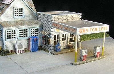 Z Scale Gas Pumps, Soda Machines, Ice Bin, Newspaper Stand Accessory Kit (4029)