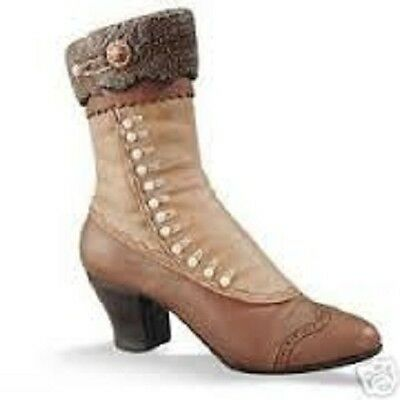 Just the Right Shoe by Raine and Willitts Designs: High-Buttoned Boot #25034