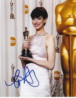 Anne Hathaway Signed 8X10 Photo Authentic Autograph Proof Catwomen Oscar Coa