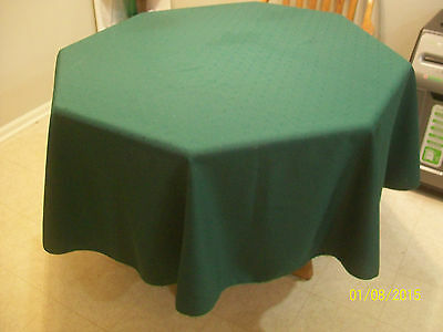 "Vintage 70"" Green Round Holiday Permanent Press Tablecloth"