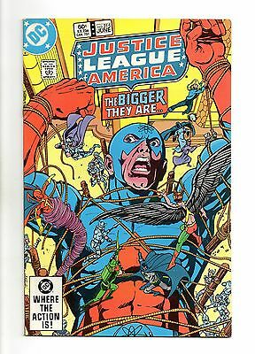 Justice League of America Vol 1 No 215 Jun 1983 (VFN+) Modern Age (1980 - Now)