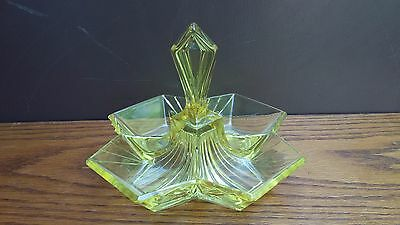 Indiana Glass Depression Yellow PYRAMID #610 four part handled relish server