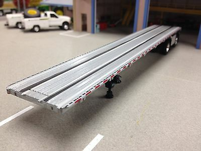 1/64 Dcp Silver Road Brute Spread Axle Flatbed Trailer W/ Tool Box
