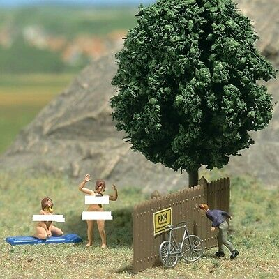 Busch 7669 'Admiring The Scenery' - HO Scale - Tracked 48 Post