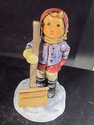 Hummel Goebel Hum 2036 LET IT SNOW Boy With Shovel Tmk 7