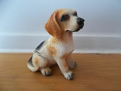 Streets Ahead 1/12th Scale Dolls House Miniatures Sitting  Beagle Dog DA003 New