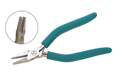 EURO TOOL's Classic Wubbers Wide Flat Nose Pliers | PLR-1238