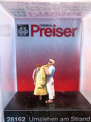 Preiser (HO 1:87) Changing Clothes on the Beach #28162
