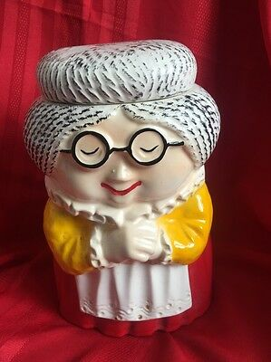 McCoy Granny Vintage Cookie Jar Old Woman With Glasses GREAT CONDITION