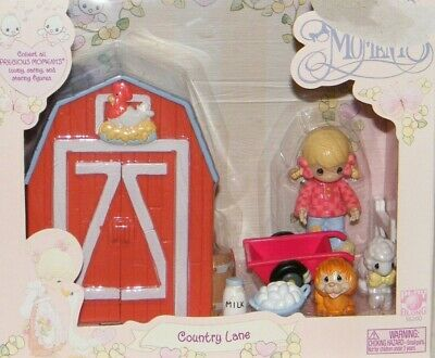 New Precious Moments Annie Country Lane - Barn with Animal & Doll Figures