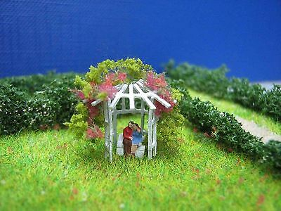 (L06) love couple in a pavillion with roses figure Scale Gauge Z (1:220)