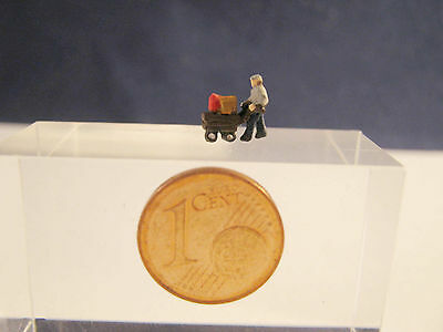 (SB03) man with baggage car Scale Gauge Z (1:220)