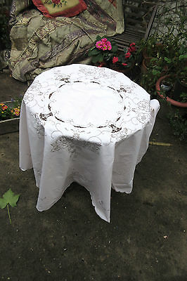 Tablecloth Madeira Embroidered Basket Roses Cutwork Vintage good condition round