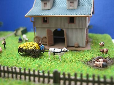 (GK02) farmer on a cart with straw cow figure Scale Gauge Z (1:220)