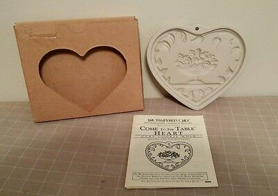 Pampered Chef Come To The Table Heart Clay Cookie Mold Bread Roll Warmer #R2913