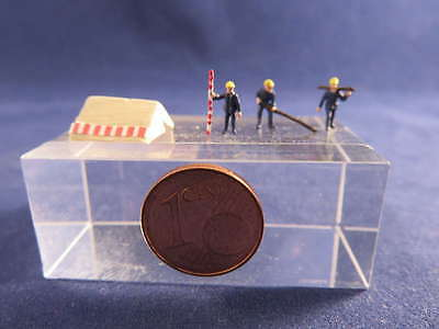 (AB01) construction workers with tent figure Scale Gauge Z (1:220)