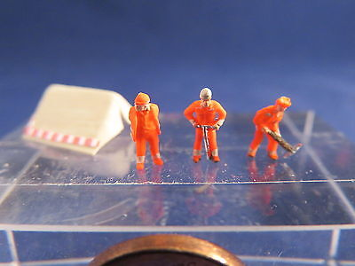 (AB02) construction workers neon with tent figure Scale Gauge Z (1:220)