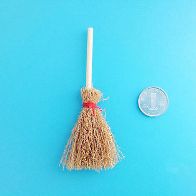 2016 1:12 Wooden Broom Wicca Witch Kitchen Garden Miniature Doll House Accessory