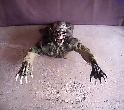 Brand New Animated Clawing Corpse Halloween Prop