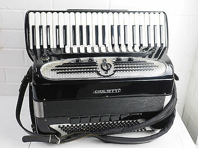 giulietti accordion classic 127 in excellent condition with case