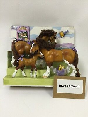 Grand Champions Light Bay Family 51001 Horse Play Set Used