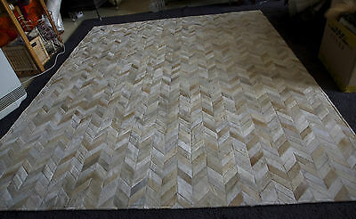 A Gorgeous Chevron Patterned 2 X 2.5 Metre  Rug - Beautiful Soft Greys & Beiges