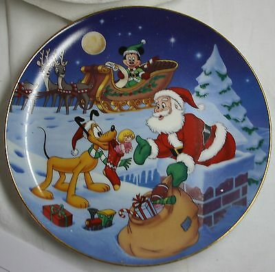 """Bradford Exchange """"Thanks Pluto""""-Mickey's Holiday Magic Collection Plate"""