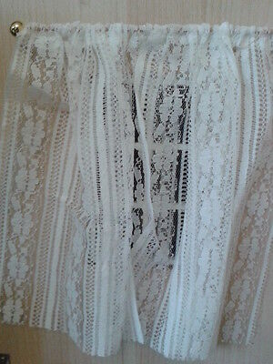 Dolls House Miniatures 1/12th Scale White Net Curtains with Pole 4180 New