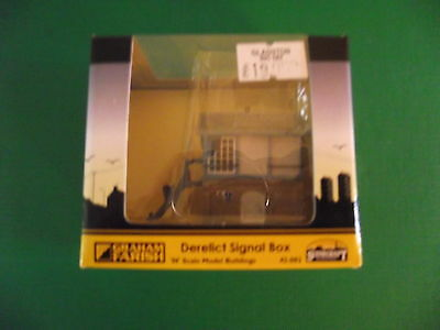 Graham Farish Scenecraft N Gauge Derelict Signal Box