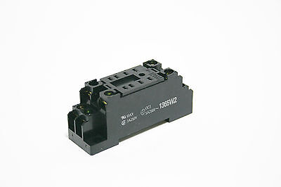 Omron PYF08A-E - 8 Pin Plug-in Relay Socket