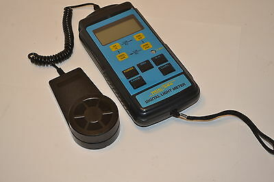 Excellent  RCC Elcectronics  RCC344 Digtial Light Meter Lux & Foot Candles #2A22