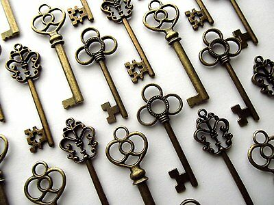 Large Skeleton Keys Antique Bronze Vintage Old Look Wedding Decor Set of 30 Keys