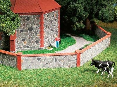 Auhagen 42651 - Stone Wall with Decorative Brick -Plastic Kit HO/OO/TT 1st Class