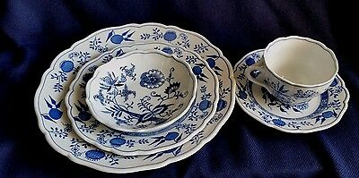 Blue Onion-Scalloped-Rim By Hutschenreuther Four Piece Place Setting