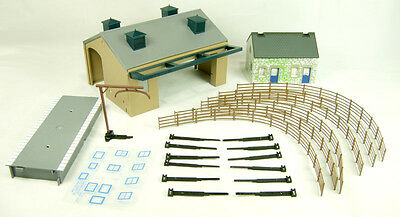 R8230 Hornby OO Gauge TrakMat Accessories Track Pack 4 Goods Shed New & Boxed