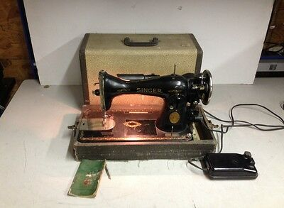 Vintage 1938 Antique Singer Model 66-8 Sewing Machine w/ Manual & Footswitch