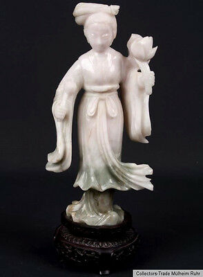 China 20. Jh. A Chinese Carved Jade Figure of a Lady - Giada Cinese Chinois