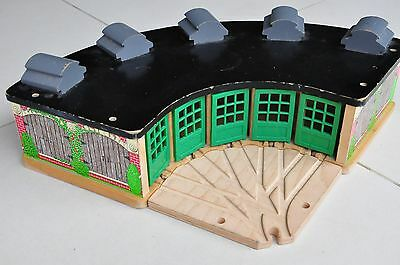 THOMAS TANK ENGINE Wooden Railway Tidmouth Sheds Roundhouse - Excellent