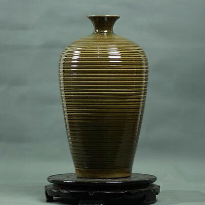 Chinese Song Dynasty Longquan celadon kiln spiral pattern vase