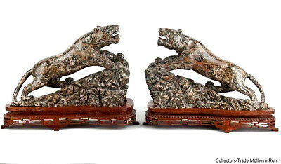 China 20. Jh. -A Pair Of Chinese Hardstone Models of Leopards - Chinois Scultura