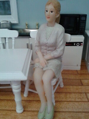 Dolls House Miniatures 1/12th Scale Accessory Resin Modern Sitting Woman New