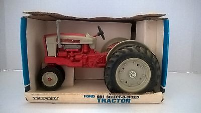 ERTL FORD 981 SELECT-O-SPEED TRACTOR 1/16th - New in Box  (40)
