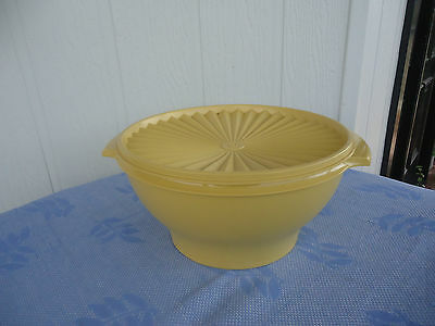 vintage retro tupperware lidded salad bowl container harvest gold pleated lid