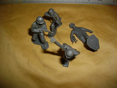 marx vintage 1960's 4 german  tiny 2 3/8 inch soldiers lot 4