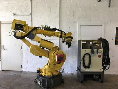 Fanuc S-900iB 200 Robot Complete w RJ3iB Controller, Cables, and Teach Pendant!