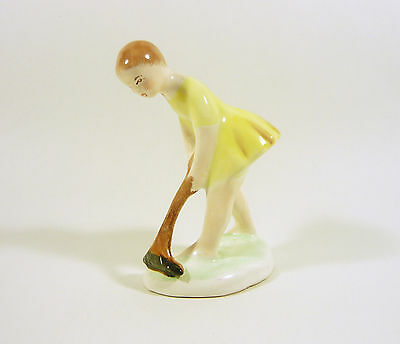 "Cleaning Woman 4.2"", Vintage Handpainted Porcelain Figurine !"